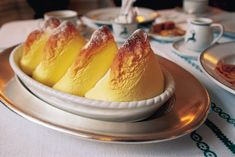 Recipes for the famous Salzburg Nockerl and other Austrian desserts and sweet dishes that are typical for Austrian cuisine and Bohemian food. Austrian Desserts, Austrian Cuisine, Austrian Recipes, Austrian Food, Happy Kitchen, The Best, Foodies, Good Food, Food And Drink