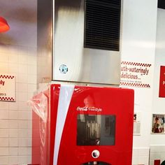 Los fabricadores KM producen hielo transparente en forma de media luna. Esta forma unica es recomendada para cadenas de comida rapida cines y lugares donde se requiera autoservicio.  #hielo #ice #icecube #hielopremium #hielogourmet #coctel #cocteles #cocktail #cocktails #cocktailing #bartender #fastfood