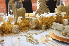Christmas Table, Gold and White design, use lots of different ornaments to decorate the table