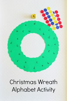 Christmas wreath activity that teaches letter recognition and letter sounds. A great fine motor activity as well! A pretty Christmas craft for preschoolers!