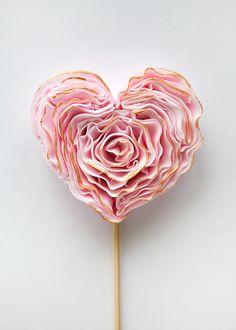 DIY Fondant Heart - beautiful decoration for cupcakes, a wedding cake or a sweet alternative centerpiece!