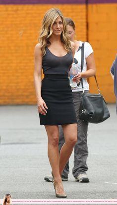 black skirt jennifer aniston