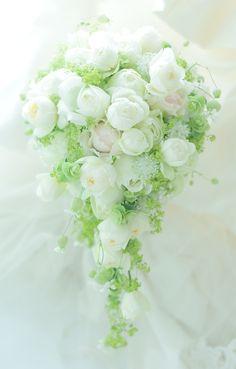 セミキャスケードブーケ シェ松尾松濤レストランさまへ : 一会 ウエディングの花