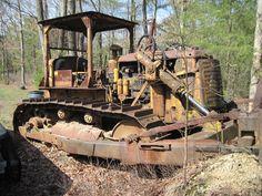 abandoned dozers - Google zoeken Train Museum, Cat Machines, Big Time, Heavy Equipment, Hampshire, Tractors, Abandoned, Diesel, Construction