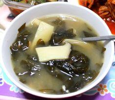 아침저녁 국거리 메뉴로 좋은 된장 미역국 만드는 방법 Salad Sandwich, Korean Food, Soups And Stews, Mashed Potatoes, Salads, Sandwiches, Ethnic Recipes, Foods, Whipped Potatoes
