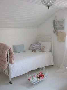 #kids #room....spray paint dolly cot like this one and add a quilt