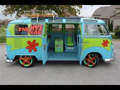 The Mystery Machine: literally, my DREAM freaking car! One day I will get this. :)