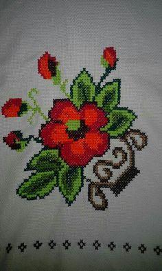 Punto de cruz Cross Stitch Art, Cross Stitch Borders, Cross Stitch Flowers, Cross Stitch Patterns, Knitting Patterns, Beaded Embroidery, Embroidery Stitches, Diy Perler Beads, Christmas Cross