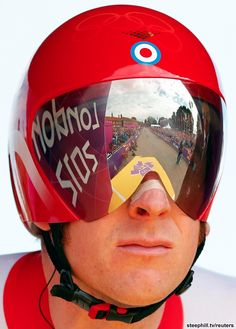 Men's TT - Start ramp reflection on the visor of Bradley Wiggins (GBR) Track Cycling, Pro Cycling, Bradley Wiggins, Bicycle Race, Grand Tour, Road Racing, Cycling Outfit, Olympic Games, Olympics