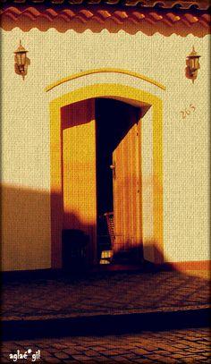 a porta amarela