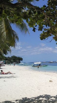 Panglao Island of Bohol – Our Favorite Place in the Philippines - Drifter Planet. #Bohol #Panglao #Island #Philippines #Beach