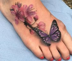 Kirschblüten Tattoo Designs mit Bedeutungen – 15 Ideen, Realistische Schmette… Cherry Blossom Tattoo Designs with Meanings – 15 Ideas, Realistic Butterfly with Cherry Blossom Tattoo on the Foot, Flower Tattoos and Their Meanings Juwel Tattoo, Shape Tattoo, Cover Up Tattoos, Back Tattoo, Body Art Tattoos, Cute Foot Tattoos, Tattoo Thigh, Awesome Tattoos, Tatoos