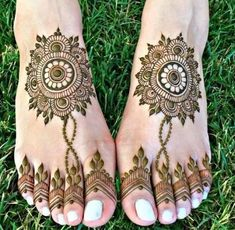 Find here the best mehndi designs not from Pakistan, but from other Asian countries. These are combinations of modern and traditional patterns Back Hand Mehndi Designs, Finger Henna Designs, Legs Mehndi Design, Stylish Mehndi Designs, Dulhan Mehndi Designs, Mehndi Design Photos, Mehndi Designs For Fingers, Latest Mehndi Designs, Mehndi Designs For Hands