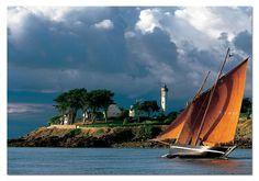 Entrée du Golfe du Morbihan,  étale de basse-mer.  Forban du Bono rentrant sur un bord. #Bretagne  #Breizh #Morbihan