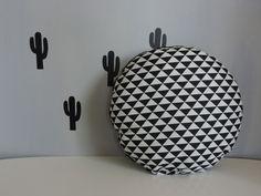 coussin rond noir et blanc style scandinave : Textiles et tapis par happyaime