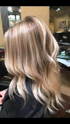 27 Blazing Hot Red Ombre Hair Color Ideas in 2019 - Style My Hairs Blond Mi-long, Blonde Hair Looks, Brown Blonde Hair, Blonde Foils, Hair Foils, Red Ombre Hair, Hair Color Balayage, My Hairstyle, Cool Hairstyles