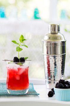 Muddling blackberries and mint releases their summer flavors and  Mein Blog: Alles rund um Genuss & Geschmack  Kochen Backen Braten Vorspeisen Mains & Desserts!