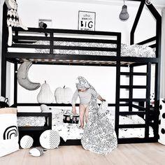 www.manowoods.nl  Een prachtig stapelbed bedhuisje. Kidsroom, New Homes, Loft, Instagram, Furniture, Design, Home Decor, Bedroom Kids, Lofts