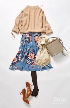 【bo-te】デスクワークに集中する日は、春らしい花柄プリントのスカートを主役にしたコーディネートで気分を上げて出勤|黙々とデスクワークに勤しむ日は、トレンドのレトロな花柄フレアスカートで気分UP!