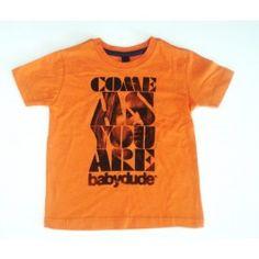 Roest / oranje T-shirt met opschrift 'come as you are' en met afbeelding van Kurt Cobain.
