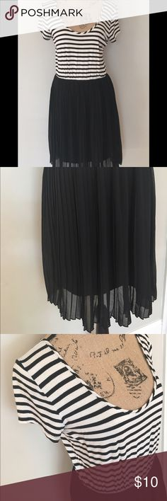 """Charming Charlie black & white pleated dress Samantha says... • beautiful casual dress for spring and summer • short sleeves • elastic waist • black & white horizontal stripes • sheer black pleated skirt with built in slip in skirt; only sheer near bottom as shown in picture   Measurements: • length: 36""""  #charmingcharlie #dress #black #white #stripes #horizontalstripes #stripe #sheer #pleated #pleats #blackskirt #blackandwhitedress #casualdress #spring #summer #samtalee613 #medium…"""