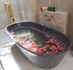 The tub in which I had the most amazing Leur Leur massage in Bali