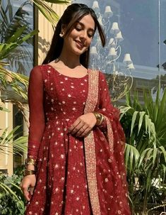 Simple Pakistani Dresses, Pakistani Bridal Dresses, Pakistani Dress Design, Pakistani Outfits, Indian Outfits, Pakistani Clothing, Ethnic Outfits, Stunning Dresses, Stylish Dresses