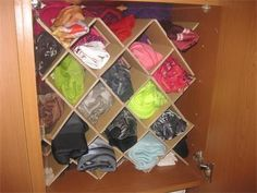 Rangement Foulards et cache-cols Bedroom Closet Storage, Shoe Rack, Ranger, Clever, Organization, Good Things, Organizers, Tips And Tricks, Home Ideas