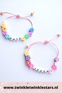 Dit naamarmbandje voor een kind bestaat uit kralen in de vorm van fleurige bloemen in diverse kleuren en maten. Het armbandje is gemaakt met touw, en heeft een trekknoop zodat deze altijd past. De uiteinden bevatten een houten kraaltje. De naamarmband is een leuk verjaardagscadeau of cadeau voor een kinderfeestje. #naamarmband #naamarmbandkind #bloemen #kinderarmband Twinkle Star, Twinkle Twinkle, Stars, Accessories, Sterne, Star