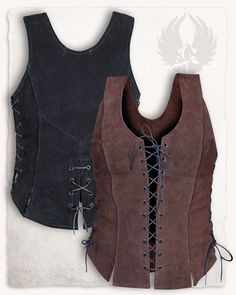 This pretty suede bodice can be laced in the front and at the sides. Therefore it accentuates the wearer´s body favorably. The inserted rods give it additional stability and the slits at the bottom make for a decorative hemline. It suits. Viking Costume, Medieval Costume, Leather Armor, Leather Corset, Corset En Cuir, Gilet Costume, Look Boho, Medieval Fashion, Blouse And Skirt