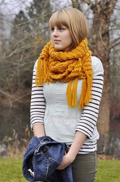 Tessa is rockin' this thick scarf. :)