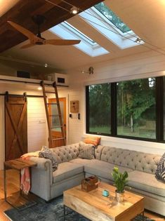 A stunning tiny house on wheels by Tiny Heirloom, called the Hawaii House. A stunning tiny house on wheels by Tiny Heirloom, called the Small Room Design, Tiny House Design, Tiny House Plans, Tiny House On Wheels, Homes On Wheels, Little House Plans, Tiny House Living, Small Living, Tiny House Bedroom