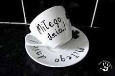 Filiżanka z napisem miłego dnia, ręcznie malowana.  #handmade #handpainted #cup #clover #diy #miłegodnia #goodmorning Tea Cups, Tableware, Diy, Dinnerware, Bricolage, Tablewares, Do It Yourself, Dishes, Place Settings