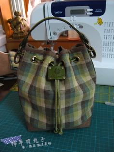 Mini Bucket Bag (Tutorial)  http://blog.sina.com.cn/s/blog_67883e450100v0kf.html
