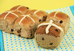 Knitted Hot Cross Bun Free Knitting Pattern - Cintia Gonzalez' pattern is knitted flat in stockinette stitch then sewn together for assembly and stuffing. Icord is used with an instructional video included.