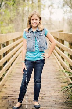 PORTRAIT LDE photography in Riverview,Florida  Subject: girl smiling standng Location: Lettuce Lake Park Tampa  Pose: leaning, smiling  Time: morning  Photo Session: family