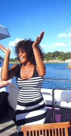 Whitney Houston, Black Love, Beautiful Black Women, Beverly Hills, New Jack Swing, From Miss To Mrs, Famous Singers, African American Women, Queen