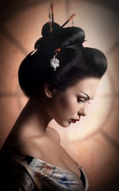 How to Get the Perfect Geisha Look – Simple Makeup Cheats Japanese Tattoo Art, Japanese Art, Art Geisha, Asian Tattoos, Exotic Beauties, Hanging Pictures, Vintage Japanese, Belle Photo, Asian Art