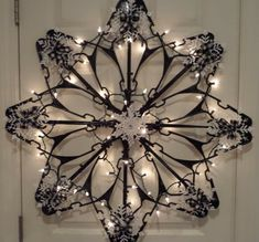 Suzy Homefaker: Snowflake Hanger Tutorial (Dollar tree Craft) – Keep up with the times. Christmas Snowflakes, Diy Christmas Ornaments, Homemade Christmas, Diy Christmas Gifts, Christmas Art, Christmas Wreaths, Snowflake Craft, Hanger Christmas Tree, Christmas Ideas