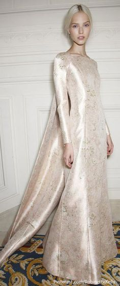 Valentino at Couture Fall 2013 - Backstage Runway Photos Style Haute Couture, Couture Fashion, Runway Fashion, High Fashion, Beautiful Gowns, Beautiful Outfits, Valentino Couture, Valentino Bridal, Glamour