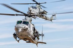 Military and Commercial Technology: US inks deal to sell 12 Bell Viper and Venom helicopters to Czech Republic Bell Helicopter, Helicopter Pilots, Attack Helicopter, Military Helicopter, Military Aircraft, Us Marine Corps, Blade Runner, Viper, Venom