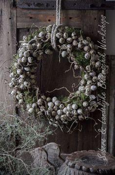 Le plus chaud Aucun coût couronne Fleurs diy Style Easter Wreaths, Christmas Wreaths, Christmas Decorations, Holiday Decor, Fleurs Diy, Arte Floral, Diy Wreath, Wreath Ideas, Floral Arrangements