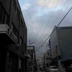 .@moonsum24 | #전깃줄 #흐린하늘 #엉키고섥힌 #겨울 | Webstagram