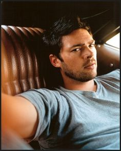 Karl Urban's got that catlike face everyone wants to make purr...