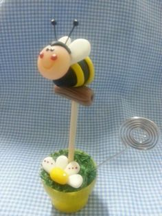 .! Animal Cupcakes, Polymer Clay Animals, Pasta Flexible, Polymer Clay Creations, Polymers, Cold Porcelain, Gum Paste, Cake Art, Bees
