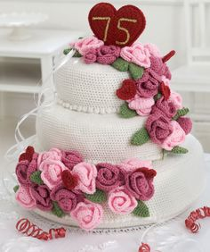 Crochet Pattern Name: Anniversary Rose Cake Pattern by: Nancy Anderson Free Pattern from Red Heart North America Crochet Cake, Crochet Food, Quick Crochet, Diy Crochet, Crochet Shawl, Crochet Flower Patterns, Crochet Flowers, Free Knitting, Knitting Patterns