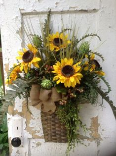 Summer wreath for door, sunflower wreath, sunflower wall basket for door, fall…Sunflower Wreath by FlowerPowerOhio on Etsy Wreath Crafts, Diy Wreath, Wreath Ideas, Tulle Wreath, Burlap Wreaths, Mesh Wreaths, Sunflower Wreaths, Floral Wreaths, Sunflower Crafts