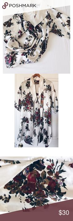 Floral•Lounge•Wear This is such a beautiful garment. It has 3 buttons in the front, it is a very versatile piece. In great condition! Size: large, but small or medium frame would look great too! Intimates & Sleepwear Robes