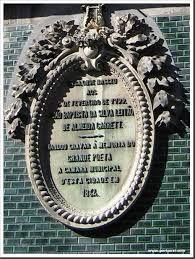 João Baptista da Silva Leitão de Almeida Garrett  Escritor e Dramaturgo romântico, foi o proponente da edificação do Teatro Nacional de D. Maria II e da criação do Conservatório.    Nasceu no Porto, em 4 de Fevereiro de 1799; morreu em Lisboa em 9 de Dezembro de 1854.    Filho segundo do selador-mor da Alfândega do Porto, acompanhou a família quando esta se refugiou nos Açores, onde tinha propriedades, fugindo da segunda invasão francesa, realizada pelo exército comandado pelo marechal Soult…