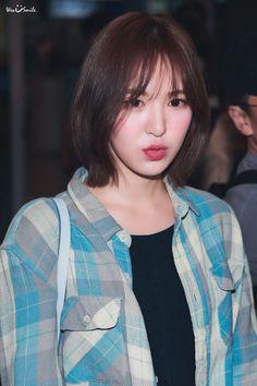 Short Red Hair, Short Hair Styles, Kpop Girl Groups, Kpop Girls, Wendy Red Velvet, Velvet Shorts, Velvet Hair, White Hair, Korean Singer